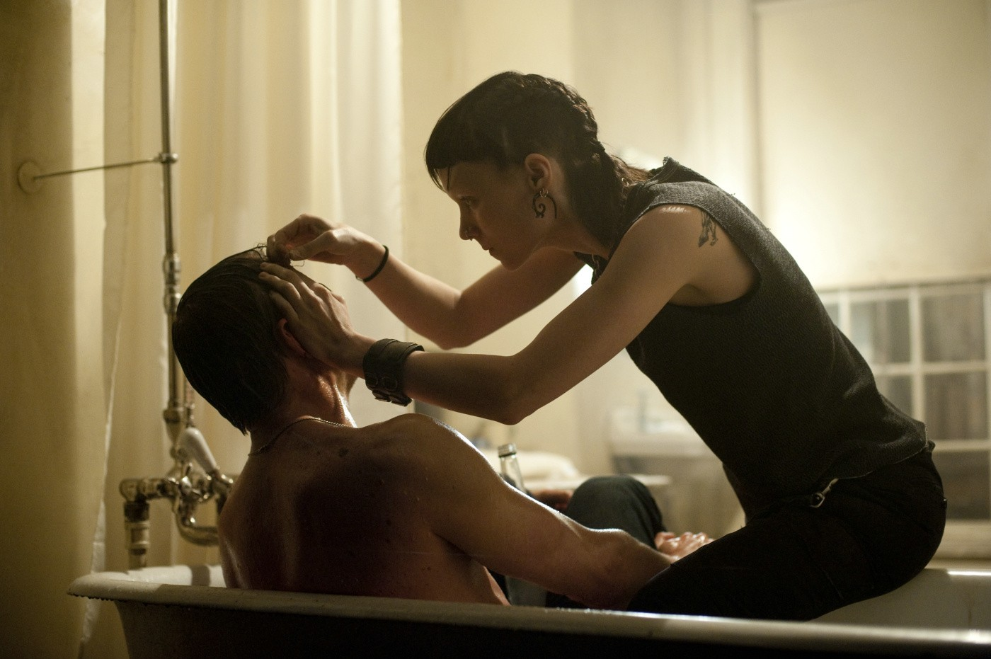 The Girl with the Dragon Tattoo Movie Review: The Girl With the Dragon Tattoo (2011)